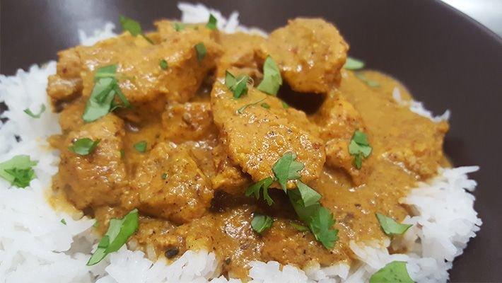 Csirkemell csíkok indiai szószban