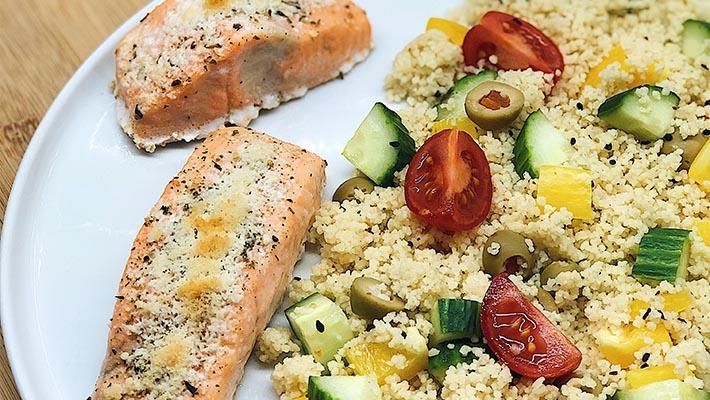 Parmezános – citromos sült lazac, kuszkusz salátával