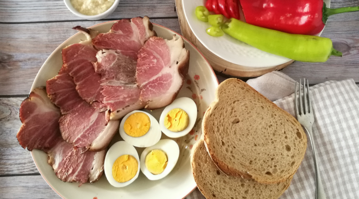 A húsvéti lakomák sztárja: ízletes és omlós füstölt -főtt csülök