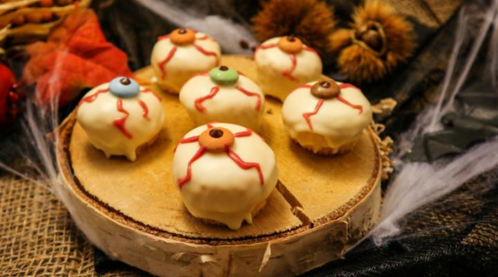 Szemgolyó sütemények Halloween-ra